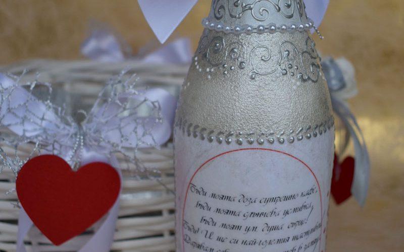 Влюбени , комлект бутилка с чаши ръчна иработка