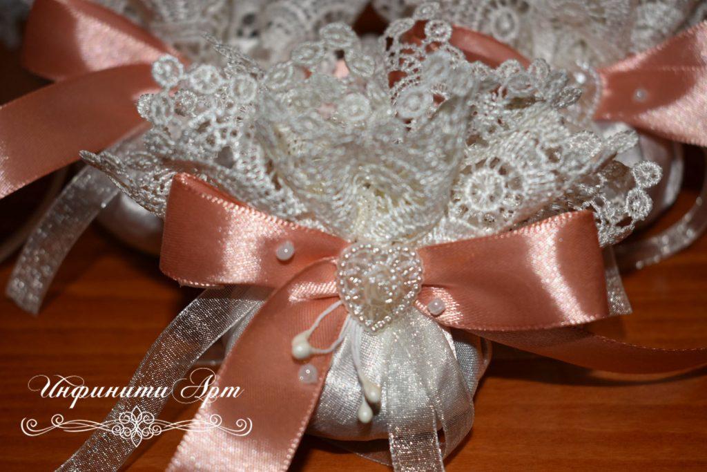 Малки торбички с розов или лавандулов цвят