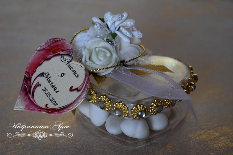 Малка кутия сърце с бонбони