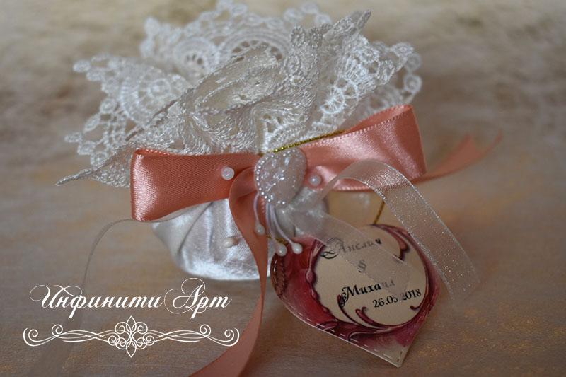 Торбичка с лавандулов или розов цвят