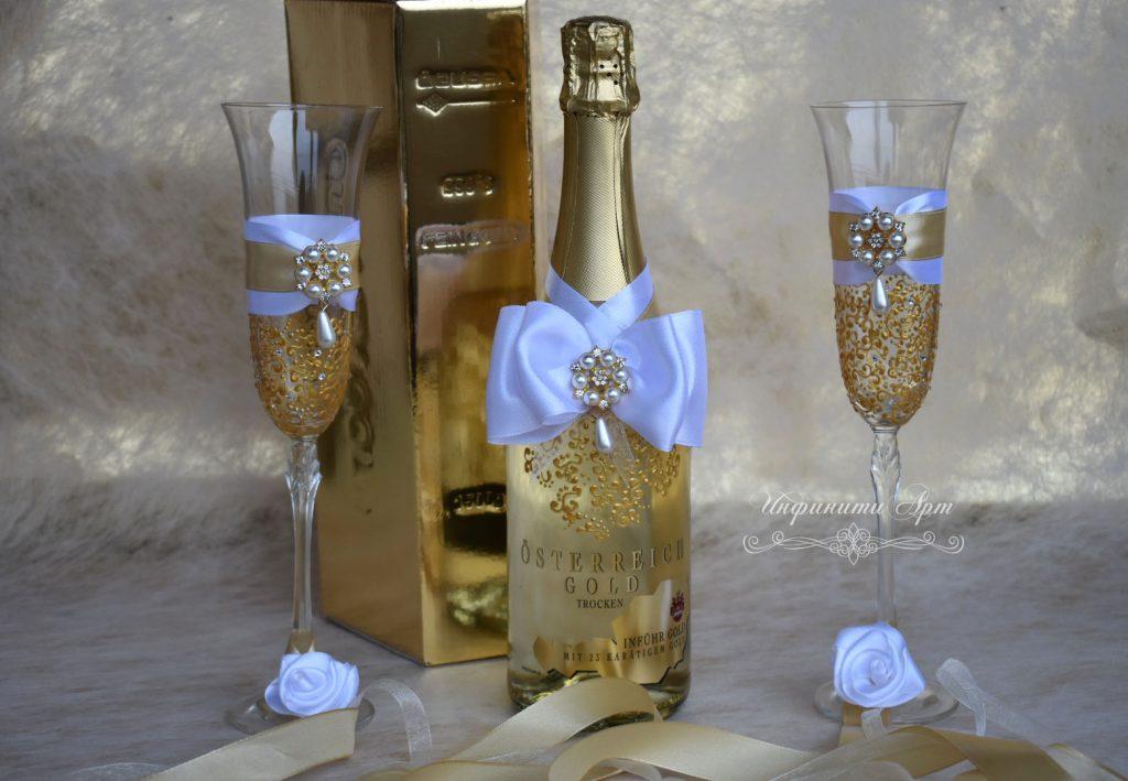 Сватбен комплект Луксозна Бутилка шампанско със златни частици и чаши