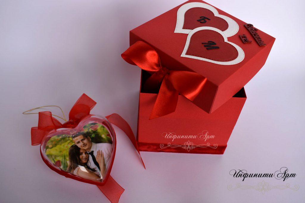 Сърце със снимка в кутия