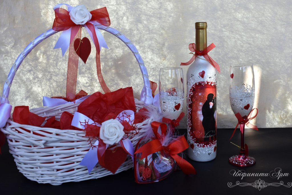 Комплект бутилка с чаши за празника на Влюбените
