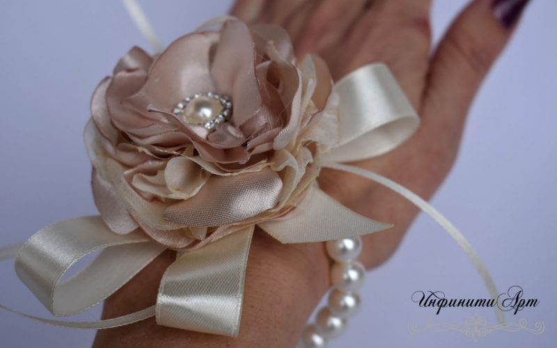 Гривна с перли за шаферки ръчна изработка бутониери