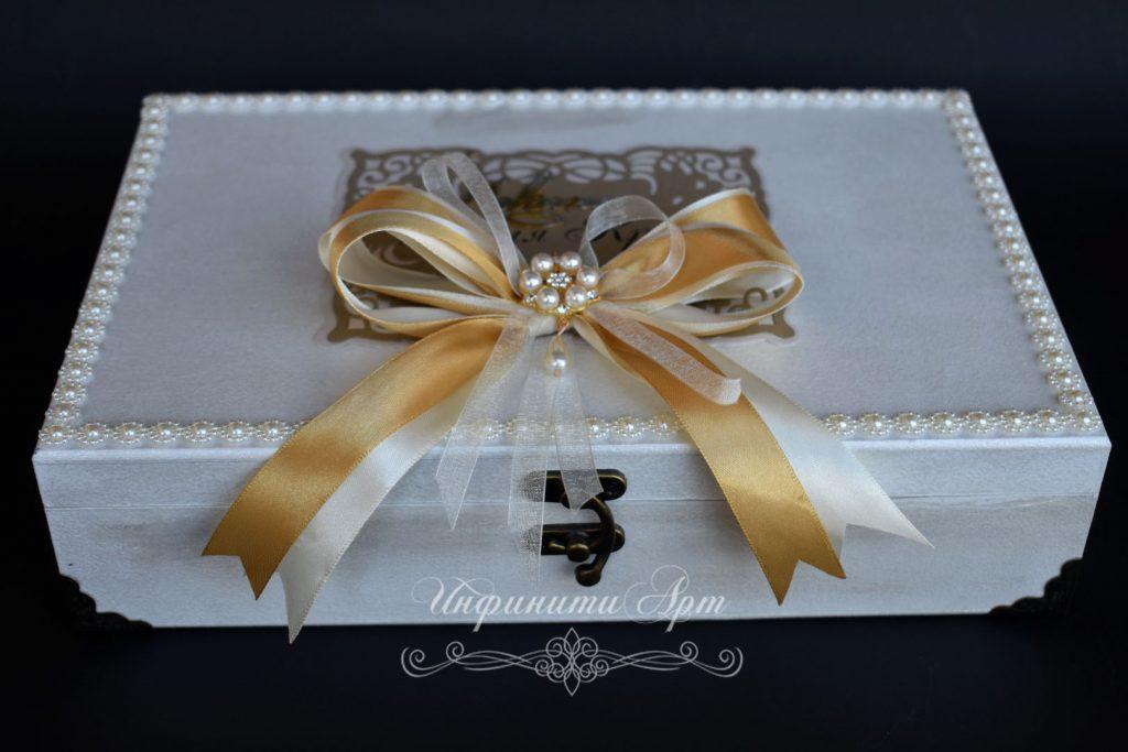 Кутия- покана за Кръстници в златисто