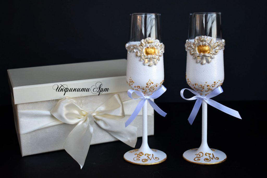 Чаши в празнична кутия